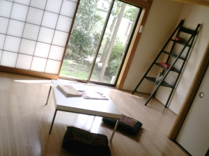 The would-be tatami room, complete with fusuma (sliding doors), shoji (paper door screens) and oshiire (futon closets).